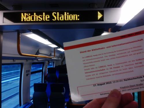 Flyer im Zug